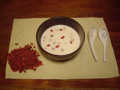 Almond milk, with sweet red wolfberries
