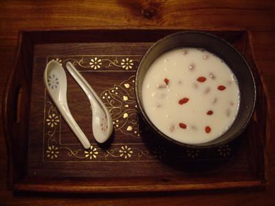 Hot Almond Milk with Wolfberries