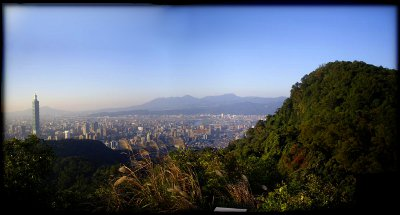 Taipei seen from MuZhi mountain (height 350M and about 2km from Taipei 101)